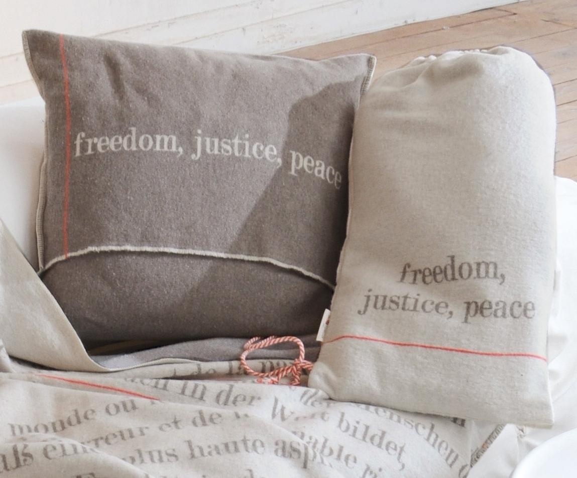 menschenrechte decke incl beutel 140x200 david fussenegger df. Black Bedroom Furniture Sets. Home Design Ideas