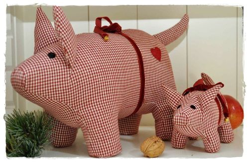 RED CHECK Stoffschwein 30cm by Artefina