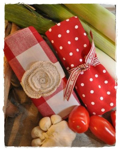 RED CHECK XL Serviette, Deckchen 30x30cm by Artefina